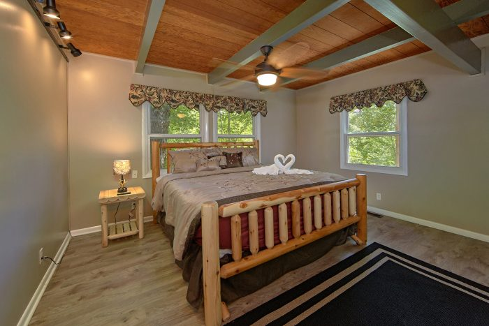 3 Bedroom Cabin with King Bedroom and Bath - Forever Country
