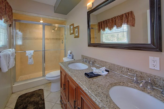 3 Bedroom Cabin with Private Master Bath - Forever Country