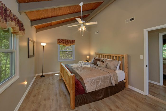 Rustic 3 Bedroom Cabin with 3 King Beds - Forever Country