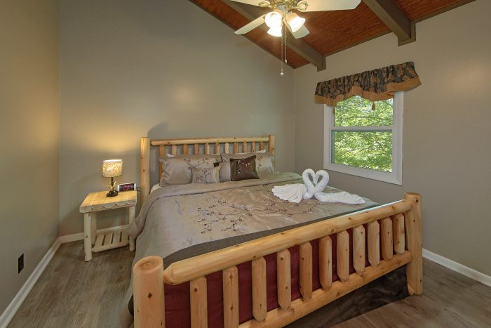 Private King Bedroom in 3 Bedroom Cabin - Forever Country