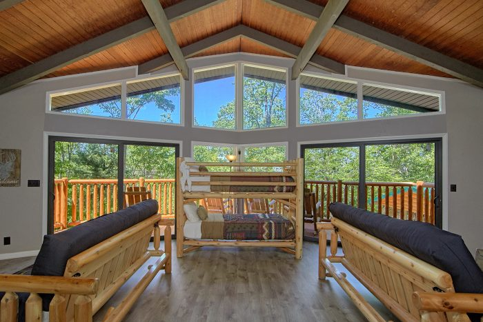 Cabin with Bunk Beds, Futons and Fireplace - Forever Country