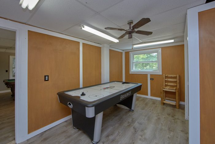 Cabin with Air Hockey, Pool Table and Hot Tub - Forever Country