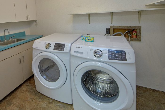 3 Bedroom with Full Size Washer and Dryer - Forever Country