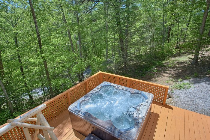 Rustic 3 Bedroom Cabin With Large Hot Tub - Forever Country