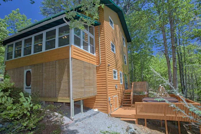 Rustic 3 Bedroom Cabin with 2 Hot Tubs - Forever Country