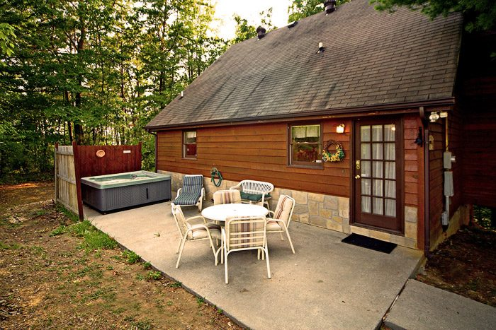 Secluded wears valley cabin heart shaped jacuzzi cabin for Wears valley cabin rentals secluded