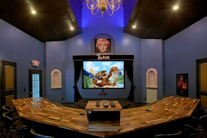 """Gatlinburg Movie Mansion"" Luxury Theater Room Cabin"