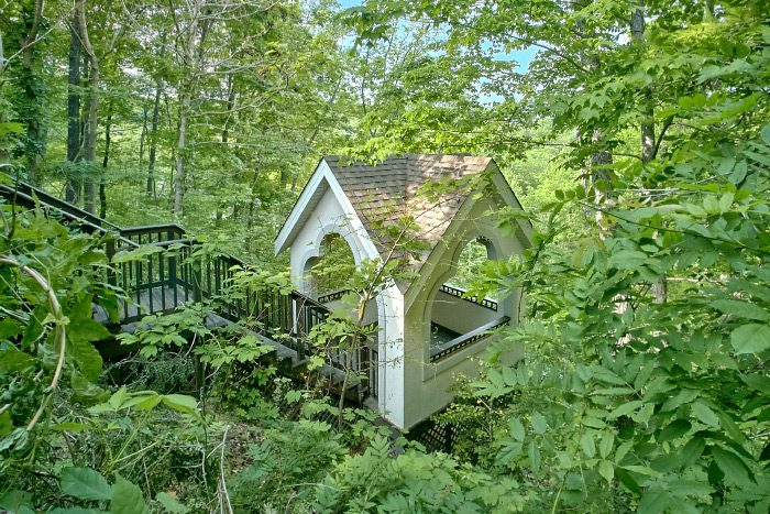 6 Bedroom Cabin with Gazebo and Picnic Area - Gatlinburg Movie Mansion