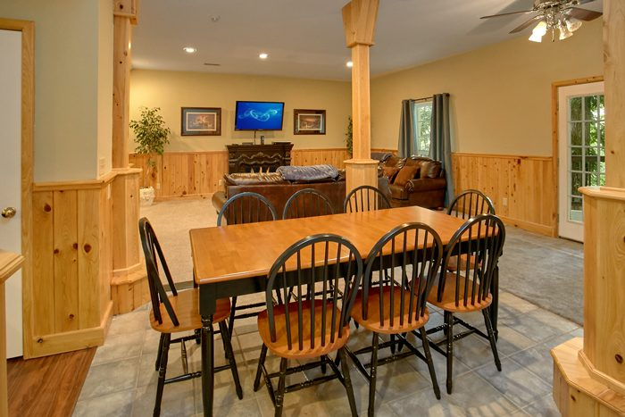 Gatlinburg Cabin with Large Dining Room - Gatlinburg Movie Mansion