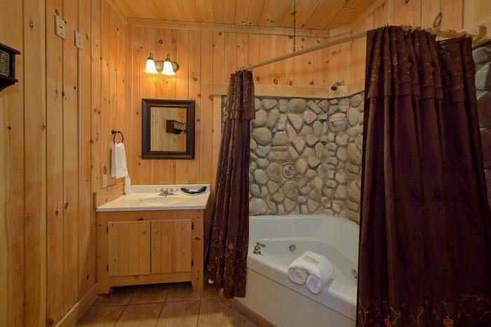 Premium Cabin with Luxurious Bathrooms - Gatlinburg Splash