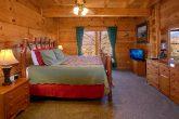 Gatlinburg 3 Bedroom Cabin with Main Floor King