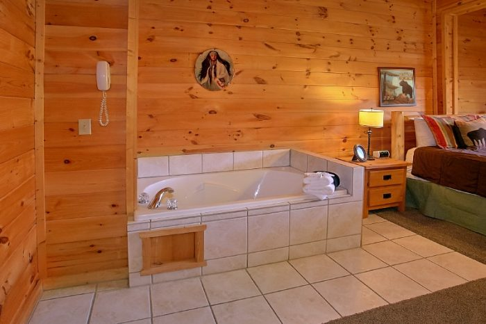 3 Bedroom Cabin Sleeps 10 with 2 Master Suites - Gatlinburg Views
