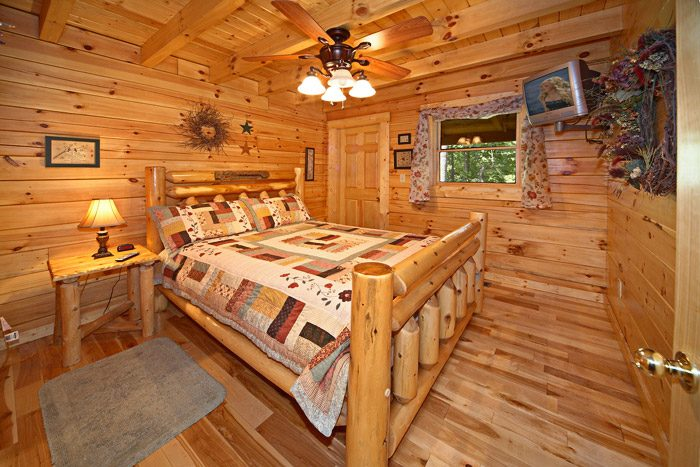 Cabin with Queen Master Suite - Get-n-Lucky