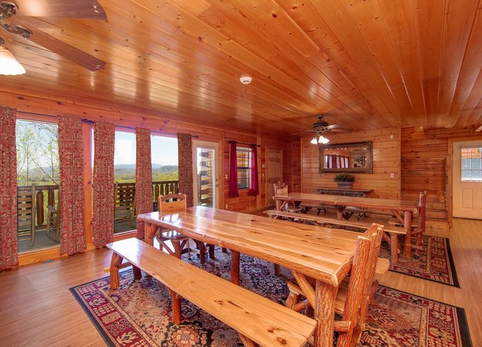 Cabin with extra large dining room - Great Aspirations