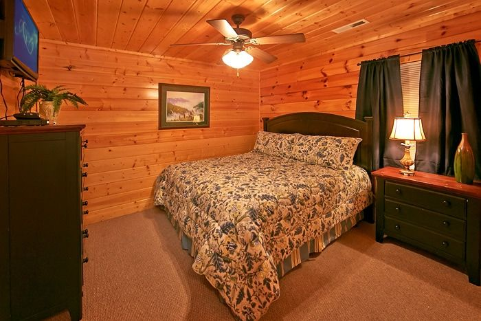 8 bedroom cabin with game room - Great Aspirations