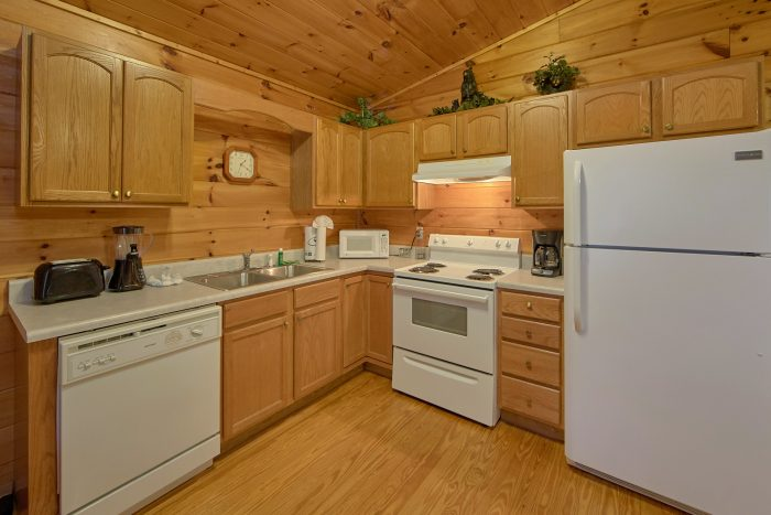 2 Bedroom Cabin with a Fully-Stocked Kitchen - Grin N Bear It