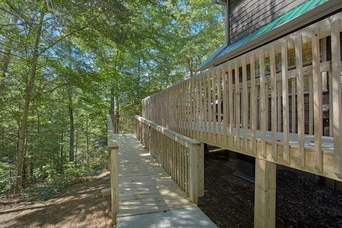 Luxury Cabin with Ramp Access to the Deck - Happy Trails