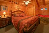 Honey Moon 1 Bedroom Cabin with a Master Suite