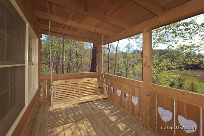 1 Bedroom Honey Moon Cabin with a Swing - Heart to Heart
