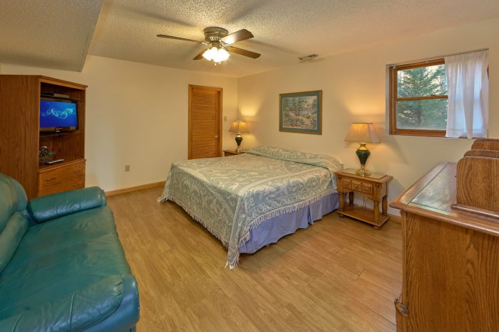 Rustic 5 Bedroom Cabin with King Bed and TV - Hearts Desire