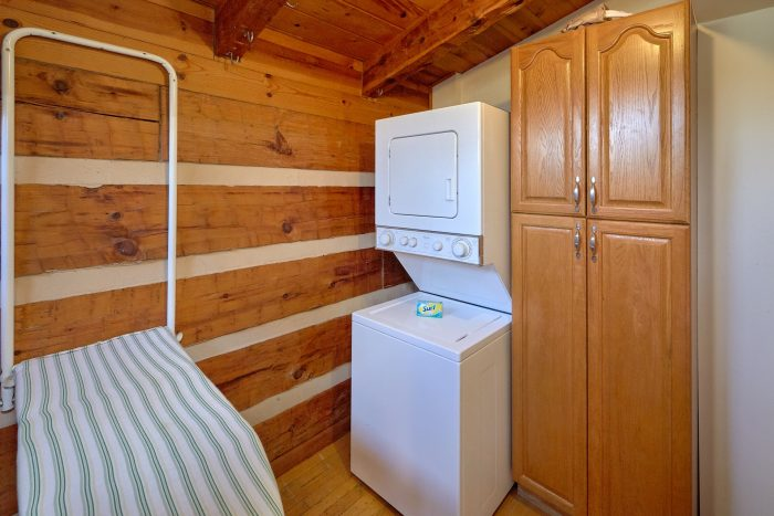 Affordable 5 Bedroom Cabin with Laundry Room - Hearts Desire