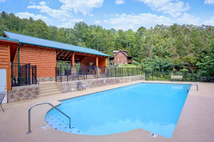 Cabin with 2 Bedrooms and Resort Pool Access - Heavenly Haven