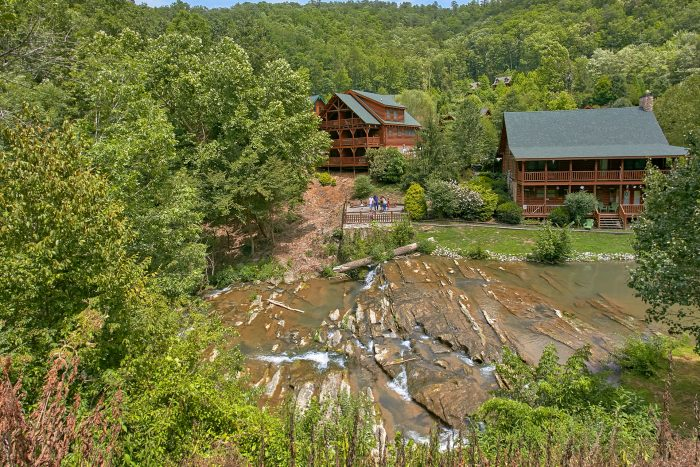 Wears valley Cabin with river access and pool - Heavenly Haven