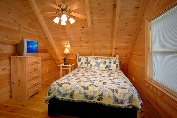 2 Bedroom Cabin with King and Queen Bedrooms - Heavenly Haven