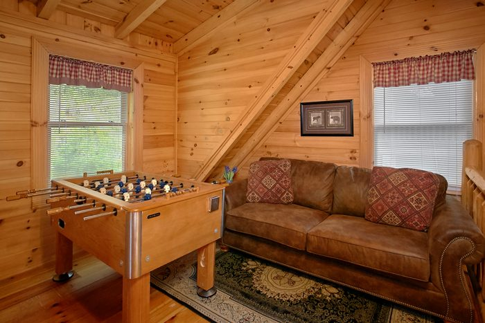 Cabin with loft Game room in Wears Valley - Heavenly Haven