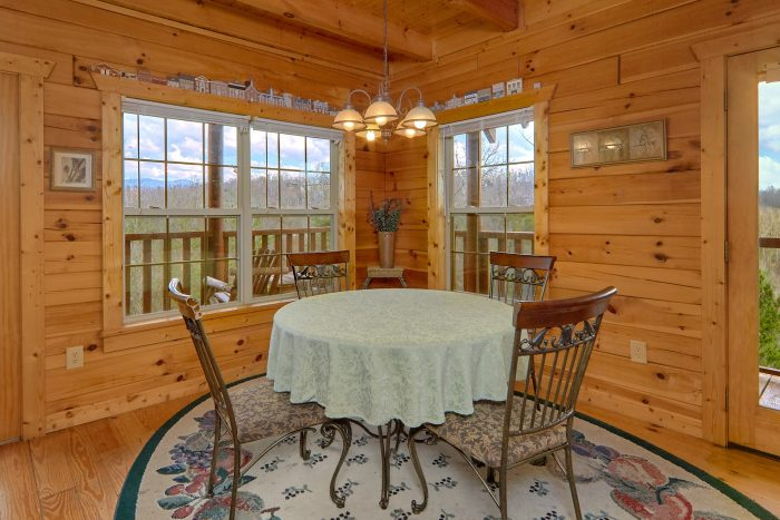 Spacious 2 Bedroom Cabin with Dining Room - Heaven's Gift