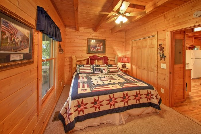 Premium 2 Bedroom Cabin with King & Queen Bed - Hemlock Hideaway