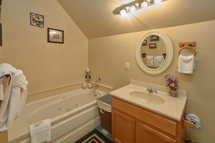 2 Full Bath Room 2 Bedroom Cabin Sleeps 6 - Hide-A-Way Point