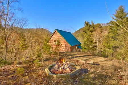 Eagle 1: 3 Bedroom Sevierville Cabin Rental