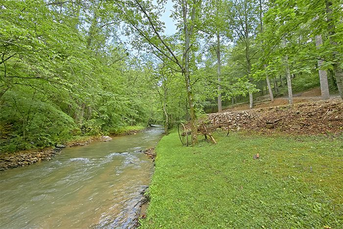 3 Bedroom Cabin near the creek - Hillside Haven