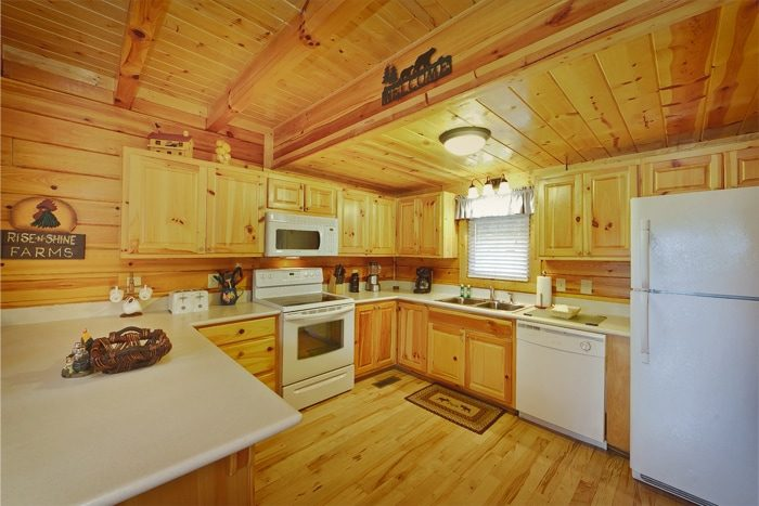 Smoky Mountain Cabin with a Furnished Kitchen - Hilltop Hideaway