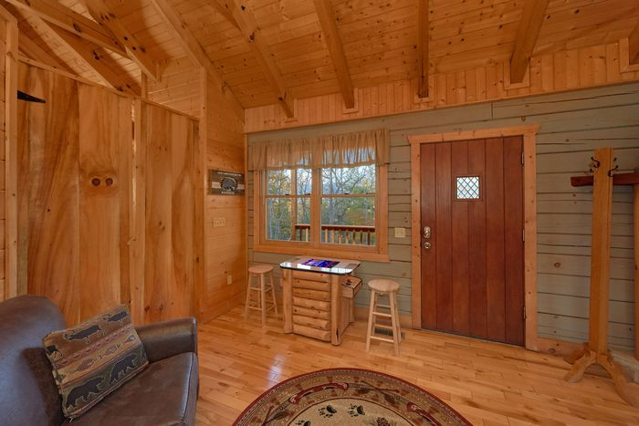 1 Bedroom Rustic Cabin with an additional Bed - Hilltopper