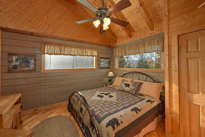 1 Bedroom Cabin with a Spacious Master Suite - Hilltopper