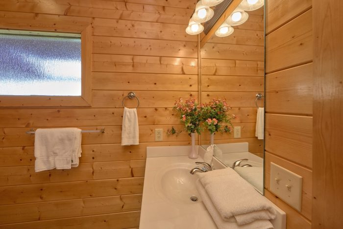 Private Bathroom attached to Queen bedroom - Honey Bear