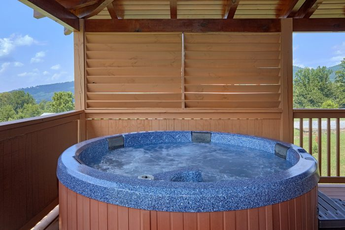 3 Bedroom Cabin with Private hot tub on deck - Honey Bear