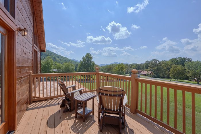 Wears Valley Cabin with Mountain Views - Honey Bear