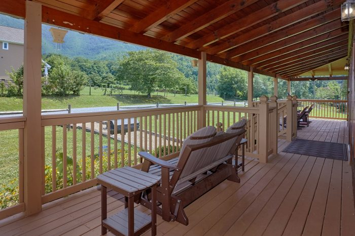 Cabin with Rocking chairs, porch swing and table - Honey Bear