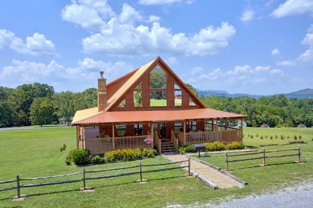 Bear Kisses: 3 Bedroom Gatlinburg Cabin Rental