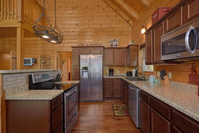 3 bedroom cabin with pool table - Honey Bear