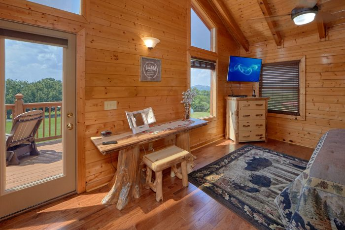 Cabin with 2 queen bedrooms and 2 private baths - Honey Bear