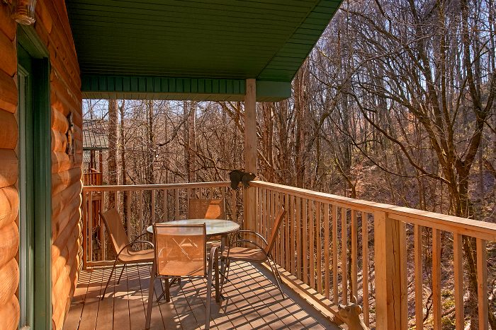 2 Bedroom Cabin with Furnished Deck and Patio - Honey Bear Hill