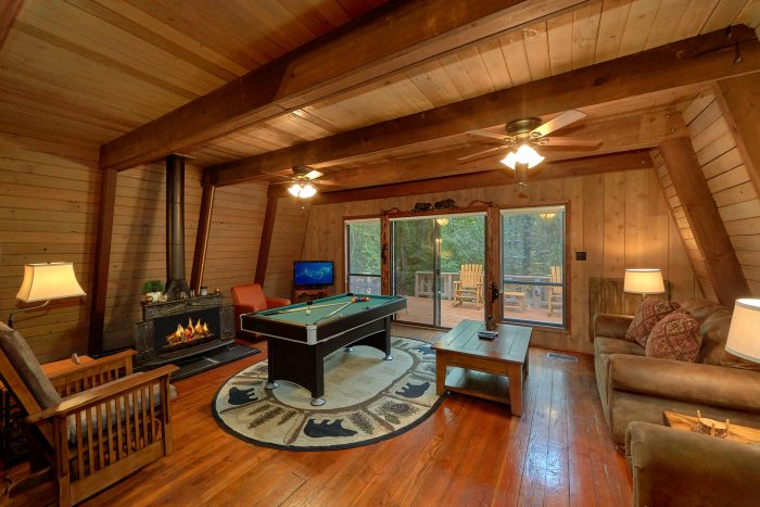 Rustic 2 Bedroom Cabin in the Smoky Mountains - Honeycomb Hideout
