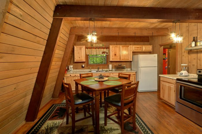 2 Bedroom Cabin with a Dining Room Table - Honeycomb Hideout