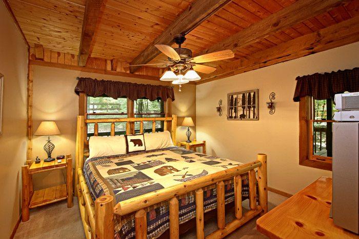 Cabin with Queen Bed - Honeysuckle Cottage