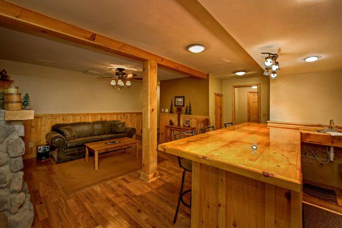 Den with Bar in Cabin - Honeysuckle Cottage