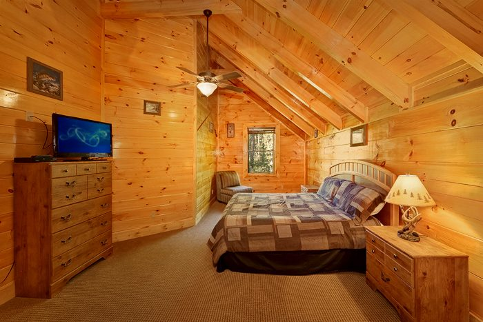 4 Bedroom Cabin with 4 Cozy King Beds - Hook, Line and Sinker